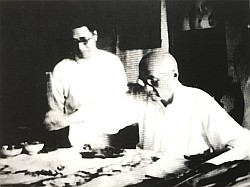 王一亭(右)と王个?(1936年)